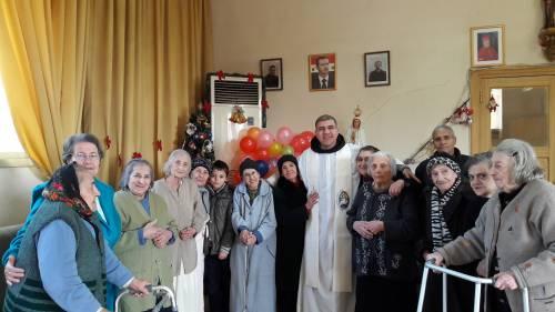 Grupa starszych pań znalazła schronienie u franciszkanów / A group of old ladies found shelter in Terre Sainte