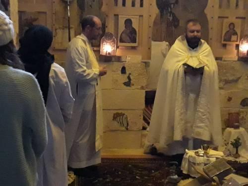 Ksiądz Ryszard, pełniący posługę w Mar Musa