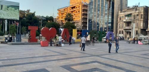 W Aleppo mimo wojny wciąż jest miejsce na miłość.../ There is still love in destroyded city...