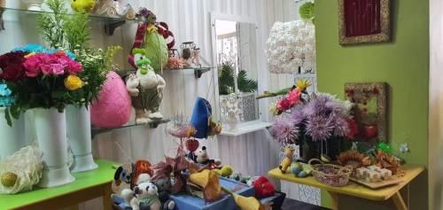W ramach projektu pomogliśmy kupić kwiaty i materiały do kwiaciarni Pana Rollego / As a part of the project we helped to buy flowers and other stuff to for mr Rollie's flower shop